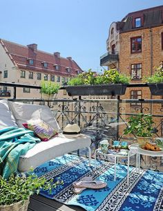 Es hora de acicalar tu #terraza. Muchas ideas en este post de Mi Silla Azulhttp://www.diariodeco.com/2017/05/alfombrasexteriorterrazas.html