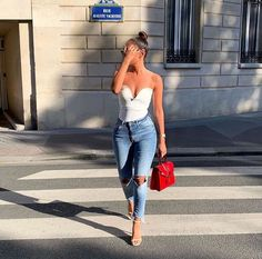 Jeans have always been an easy fashion statement for women. And there are many new styles of jeans for women that are very popular and elegant among women. Casual Outfits, Cute Outfits, Fashion Outfits, Fashion Trends, Street Chic, Street Style, Street Trends, Love Fashion, Womens Fashion
