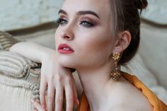 These fast makeup tips are suited for busy women Fast Makeup, Lip Makeup, Makeup Tips, Beauty Makeup, Makeup Looks, Gold Makeup, Airbrush Makeup, Makeup Tutorials, Makeup Trends