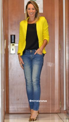 Look de trabalho - look do dia - look corporativo - moda no trabalho - work outfit - office outfit - fall outfit - look executiva - look de outono - meia estação - jeans - blazer amarelo - yellow jacket - scarpin animal print