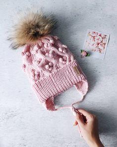 """Да, я умею не только плюшевые шишечки ваять😍 Эта чудесная нежность появилась в результате тестирования МК """"Berry Hat"""", написанного Оксаной @sharm_ok.knit 😍 . В честь выхода МК, сегодня и завтра вы можете приобрести мастер-класс со скидкой (250₽ и 300₽), и я настоятельно рекомендую вам это сделать😉 . Вяжется шапочка быстро, буквально  на одном дыхании и расписано все крайне подробно👌 #беридавяжи 🤩 Оксана, спасибо за доверие, твой МК просто чудесный 🤗 #berry_hat  #шапкаспицами… Winter Hats"""