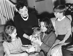 0 judy garland with lorna, liza and joey and puppy at her london home 1961