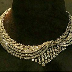 Diamond Necklaces Top Shared 16 Diamond Necklace Designs A Perfect Round Cut Russian Lab Diamond Solitaire… Piaget Creative Antique Jewelry, Vintage Jewelry, Vintage Rings, Handmade Jewelry, Schmuck Design, Necklace Designs, Luxury Jewelry, Indian Jewelry, Bridal Jewelry