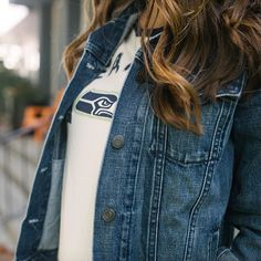 Go-to denim.  This jacket from @gap is the perfect layer for any football fan. Plus, it's currently 40% off with code CRISP at checkout. I'd say that's a game-winning TD.  Get the details by clicking the link in my profile or via @liketoknow.it 👉🏼 http://liketk.it/2plji. #ltkgameday #liketkit #ltkunder50 #ltksalealert #ltkstyletip