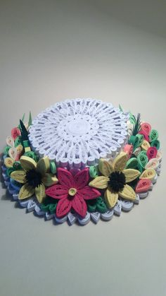 – neli: quilling card and teddy bearArticles like Miniature Quilling Flowers and HeLion: quilling project with step-by-step instructions 3d Quilling, Paper Quilling Tutorial, Quilling Flowers, Quilling Patterns, Quilling Designs, Quilling Ideas, Diy And Crafts, Arts And Crafts, Paper Crafts