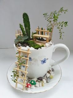 DIY fairy garden ideas are whimsical, pretty, and easy to make. Here are 20 DIY fairy garden ideas to try at home. Garden Crafts, Garden Projects, Diy Crafts, Garden Ideas, Craft Projects, Outdoor Projects, Mini Jardin Zen, Teacup Crafts, Mini Fairy Garden
