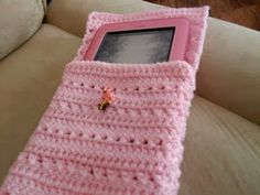 e-reader case - crochet free pattern- haha I just made one of these for my phone lol looooooove the pink tho