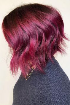 Stacked layered bob boosts the volume of short hair. Tap to visit our site and see our collection of awesome stacked bob hairstyles. Photo credit: Instagram @shmoakin_hair #stackedbobhairstyles #stackedbob Stacked Layered Bob, Stacked Bobs, Stacked Bob Hairstyles, Latest Hairstyles, Graduated Bob, Trending Haircuts, Hair Type, Dyed Hair, Short Hair Styles
