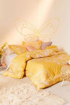 New bedroom yellow comforter living rooms Ideas Yellow Comforter, Floral Comforter, Boho Bedding, Bedding Sets, Cute Dorm Rooms, Cool Rooms, Kids Rooms, Home Decor Bedroom, Master Bedroom