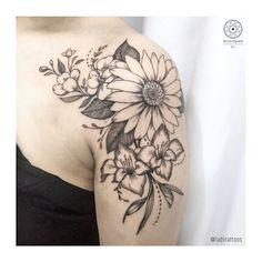 Shoulder Cap Tattoo, Sunflower Tattoo Shoulder, Shoulder Tattoos For Women, Back Tattoo Women, Sunflower Tattoos, Arm Tattoos For Women, Tattoos For Guys, Flower Tattoos On Shoulder, Pretty Tattoos