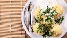 Kalat ja sipulit ovat suosittuja perunan lisukkeita.