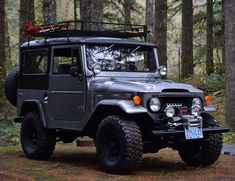 """This cruiser is Rhino Lined inside and out. With very minimal work this will be an incredible Cruiser. Note: This cruiser has a """"Bonded Title"""". Toyota Land Cruiser, Fj Cruiser, Suv Trucks, Toyota Trucks, Classic Trucks, Classic Cars, Carros Toyota, Toyota Fj40, Offroad"""