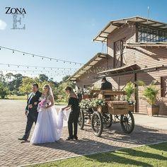 En #ElEstablo se viven momentos que con calidez y elegancia se vuelven recuerdos que siempre te acompañarán.    Contáctanos al 3106158616 / 3206750352 / 3106159806 y reserva desde ya, atendemos todos los días de la semana y fines de semana incluido festivos. www.zonae.com   #ZonaE  #ZonaELlangrande #bodasmedellin #CasaBali #Eventos #GreenHouse #BodasAlAireLibre #weddingplaner #BodasCampestres #bodas #boda #wedding #destinationwedding #bodascolombia #tuboda #Love #Bride