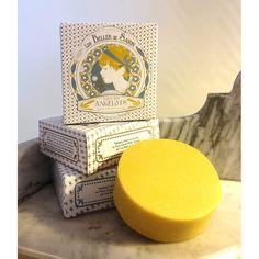Le Savon des Angelots - Les Belles de Savon, savonnerie artisanale auvergnate, sans huile de palme, procédé à froid, emballage carton.