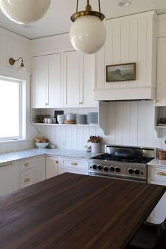 Our Best Tips for Styling Open Shelves in the Kitchen — The Grit and Polish - How to style open shelves – 5 Tips for making your kitchen shelves look their best from The Grit and Polish Home Decor Kitchen, New Kitchen, Home Kitchens, Kitchen Dining, Smart Kitchen, Design Kitchen, Kitchen Shelves, Kitchen Cabinets, Open Cabinet Kitchen