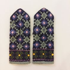 Traditional Latvian mittens Tines wool woman S M ethnographic folk Fingerless Gloves Knitted, Knitted Slippers, Knit Mittens, Mitten Gloves, Knitting Wool, Knitting Charts, Hand Knitting, Folk Clothing, Woven Wrap