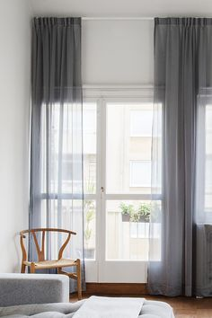Wishbone chair by Hans J. Wegner from Carl Hansen & Søn | The curtains