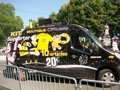 Un des camions de la boutique officiel du Tour.