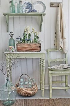 Cottage Shabby Chic Entryway Decor Ideas Shabby chic look with spring colour palette. Look fresh and clean!Shabby chic look with spring colour palette. Look fresh and clean! Shabby Chic Flur, Shabby Chic Entryway, Shabby Chic Mode, Casas Shabby Chic, Shabby Chic Zimmer, Shabby Chic Bedrooms, Shabby Chic Kitchen, Shabby Chic Cottage, Shabby Chic Style