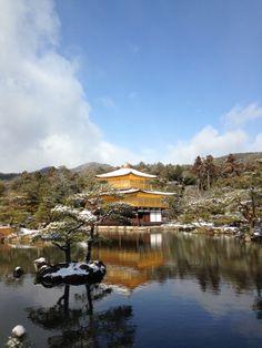 雪の鹿苑寺