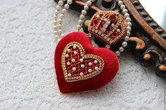 """Купить Брошь """"Ее Величество Любовь"""". - ярко-красный, брошь, корона, сердце"""