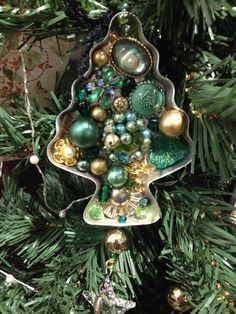 Made by Vagabond Venus. Made by Vagabond Venus. Made by Vagabond Venus. Christmas Ornaments To Make, Homemade Christmas, Christmas Art, Christmas Projects, Holiday Crafts, Vintage Christmas, All Things Christmas, Christmas Holidays, Christmas Decorations
