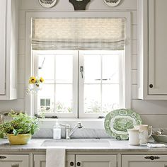 Country kitchen decorating ideas - country designs, comfort and easy living Home Kitchens, Cottage Kitchens, Kitchen Remodel, Country Kitchen, Chic Kitchen, Home Decor, Cottage Style Decor, Kitchen Styling, Kitchen Window Design