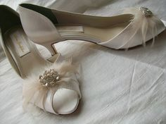 Handmade Shoes  Wedding  Bride  Ivory Shoes  Feathers by Parisxox, $164.00