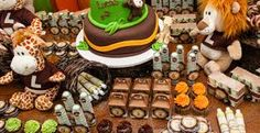 Image result for festa safari Safari Theme Birthday, Safari Party, Birthday Cake, Zoo Animal Party, Footprint Art, Zoo Animals, Bowser, Party Time, Baby Shower