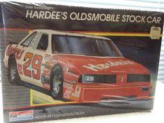 Monogram  HARDEES #28 Olds Cutlass NASCAR 1/24th Model Kit 1987 Rlse #Monogram