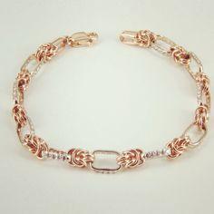 Женский браслет из комбинированного золота с камнями Сваровски