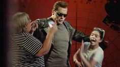Arnold Poses As Wax Statue, Pranks Fans for Charity thumbnail