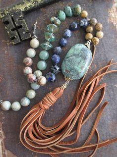 Geknotete Leder Quaste Halskette - böhmische Bolo - erdige grün blaue Stein Glas…