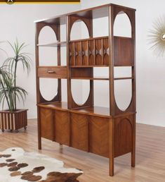 4 Perfect Clever Hacks: Room Divider Bookcase How To Build chinese room divider interior design.Room Divider With Tv Curtains kallax room divider work surface.Room Divider Bookshelves Home. Midcentury Modern, Mid Century Modern Decor, Mid Century Modern Furniture, Mid Century Modern Cabinet, Modern Retro, Bamboo Room Divider, Glass Room Divider, Mid Century Living Room, Mid Century House