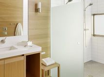 Frosted Glass Shower Design Ideas, Pictures, Remodel and Decor Bathroom Renos, Master Bathroom, Bathroom Beach, Zen Bathroom, Glass Bathroom, Downstairs Bathroom, Bathroom Storage, Douche Design, Open Showers