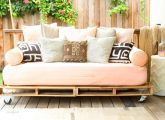 How to Build a Pallet Daybed and 500 other pallet ideas
