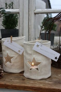Natürlich gibt es auch in diesem Jahr wieder Lichtbeutel mit einem ausgeschnittenem Stern, man sieht die Kerzenflamme so schön durc...