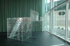 Carsten Höller, Das Kompaktes Kommunehaus (2001). © Marco Sweering, Museum De Paviljoens
