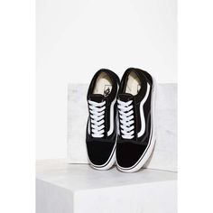 Vans Old Skool Leather Sneaker (€57) ❤ liked on Polyvore featuring shoes, sneakers, black, vans cap, low profile cap, black sneakers, vans shoes and vans sneakers