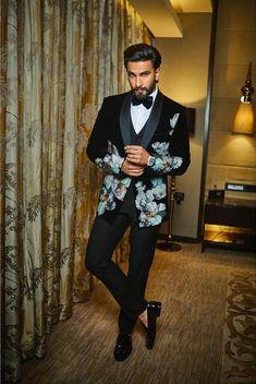 Ranveer Singh  #FASHION #STYLE #SEXY #BOLLYWOOD #INDIA #RanveerSingh Wedding Dresses Men Indian, Wedding Dress Men, Wedding Suits, Indian Men Fashion, Mens Fashion Suits, Fashion Fashion, Dress Suits For Men, Suit Men, Mehendi Outfits