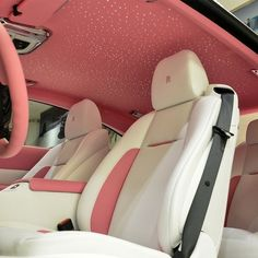 Pink Car Interior, Voiture Rolls Royce, Rolls Royce Interior, Girly Car, Lux Cars, Pink Cars, Cute Car Accessories, Pretty Cars, Fancy Cars