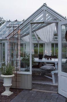 orangeri gamla fönster och tegel - Sök på Google Conservatory Garden, Shabby Chic, Shed, Backyard, Studio, Outdoor Decor, Green, Instagram Posts, House