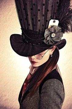 Okay, so everybody knows my complete and utter love for everything steampunk. Now look at this non-slutty steampunk Hatter look for women! Costume Steampunk, Mode Steampunk, Steampunk Hat, Steampunk Fashion, Steampunk Theme, Victorian Fashion, Steampunk Couture, Fashion Vintage, Ladies Fashion