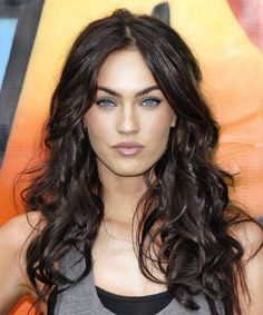 Ok we all know Megan Fox is gorgeous. But what many people don't realize is that she's a natural blonde! Colouring her tresses a rich, dark brown makes her eyes appear piercingly blue!
