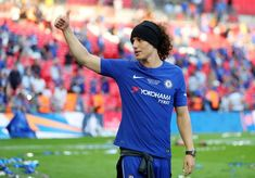 David Luiz Photos - David Luiz of Chelsea gives the thumbs up after The Emirates FA Cup Final between Chelsea and Manchester United at Wembley Stadium on May 2018 in London, England. Manchester United - The Emirates FA Cup Final Manchester United Stadium, Fa Cup Final, Wembley Stadium, Yokohama, Finals, Chelsea, London England, The Unit, Football