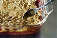 Super Easy Cherry Pineapple Dump Cake, by Ree Drummond / The Pioneer Woman. Dump the canned fruit in dish, top with dry cake mix, dot with butter, bake. Easy Desserts, Delicious Desserts, Dessert Recipes, Yummy Food, Cake Recipes, Yummy Recipes, Healthy Food, Dump Cake Pioneer Woman, Cherry Pineapple Dump Cake