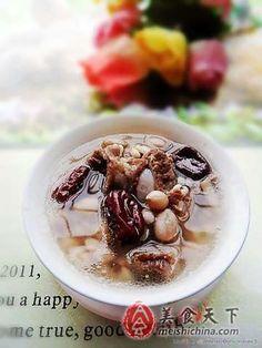 春季美颜减脂养生汤--薏米花生红枣排骨汤