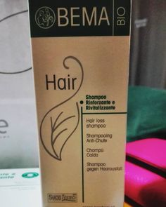 Ho cercato a lungo un trattamento da regalare a chi soffre di diradamento dei capelli. Ho scoperto questo shampoo che però ho affiancato alle fiale ricostruttive a base di aloe vera della stessa azienda. Vedremo i risultati col passare del tempo. #bio #ecobio #Bema #prodottibio #buoninci #aloe #shampoo #carlitadolce #carlita #prodottidabioprofumeria by passione_bio