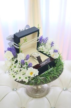 Hantaran – jam tangan Çocuk Odası – home accessories Indian Wedding Gifts, Creative Wedding Gifts, Desi Wedding Decor, Engagement Decorations, Engagement Gifts, Wedding Decorations, Engagement Gift Baskets, Wedding Gift Hampers, Wedding Gift Boxes