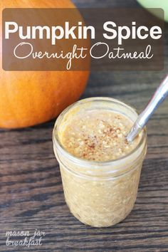 Pumpkin Spice Overnight Oatmeal - This gluten free Mason jar breakfast is essentially fall in a jar. Seriously if youre a pumpkin lover do not overlook this super easy Mason jar idea. Bonus: You make this Mason jar recipe the night before so in the morn Mason Jar Meals, Meals In A Jar, Mason Jars, Oatmeal In A Jar, Overnight Oatmeal, Mason Jar Oatmeal, Pumpkin Overnight Oats, Healthy Overnight Oats, Dairy Free Overnight Oats